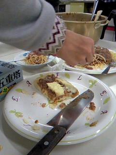 晩飯はスパゲティボロネーゼとピザ